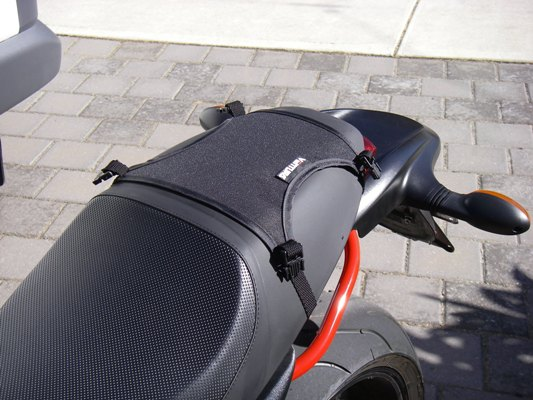 Fitting Ventura Seat Bag on Ducati Monster